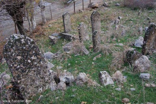 batman-da-esrarengiz-mezarlik-bulundu_62403_b