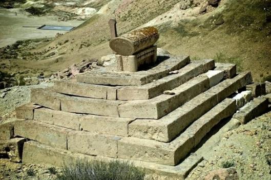 kazakistan basamaklı kurgan mezar